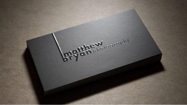 Επαγγελματικές κάρτες με ανάγλυφο τοπικό βερνίκι UV